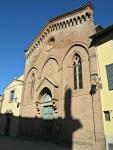 Facciata_della_Propositura_di_San_Leonardo_e_di_Santa_Maria_Assunta_Lari.JPG