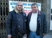 IU5ATC Giuseppe e IZ5IOO Stefano alla Festa del Volontariato 05.01.14.JPG